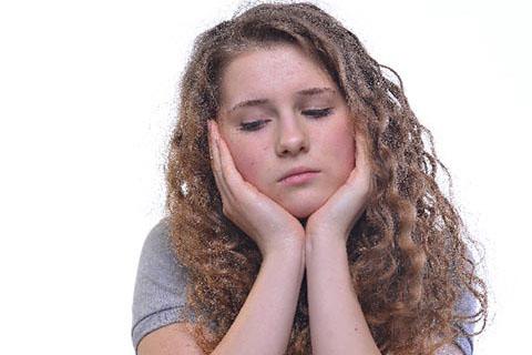 「毛穴の開き」の原因にも! 過度な皮脂分泌に気をつける