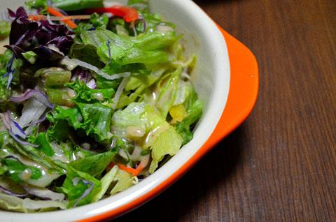 野菜を適当にカットして「サラダ」
