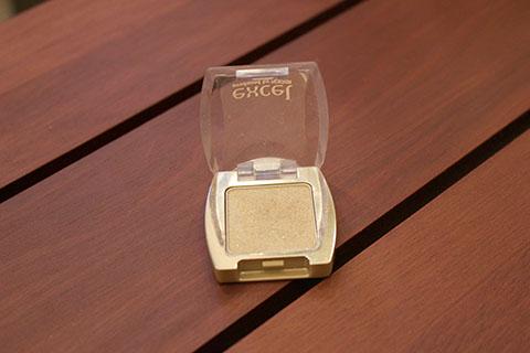 ダイヤモンド粉末のアイシャドウ