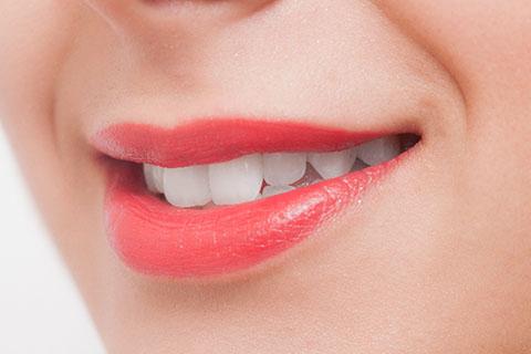 口角を上げるストレッチの方法