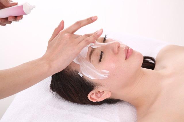 女性の顔そりは美肌効果も!顔の産毛処理だけじゃない美容法