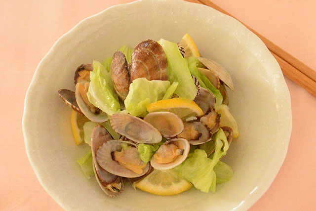 春の旬の食材を使う美肌レシピ!春キャベツとあさりの炒め物
