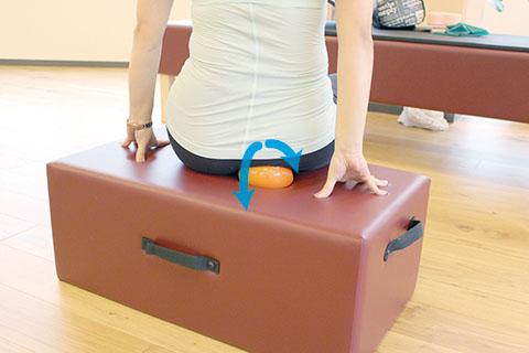 座骨(骨盤)で座る方法1