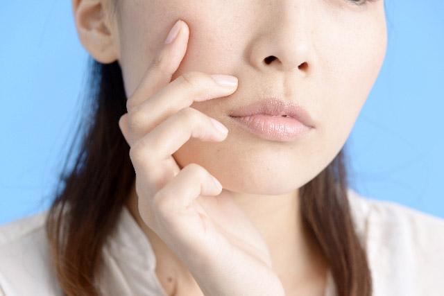 肌がざらざら…肌のざらつきの原因は毛穴にあり?簡単改善法