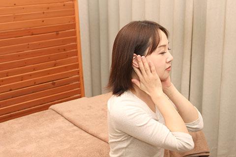 耳のリンパマッサージ