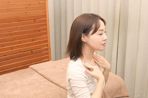 耳のリンパマッサージ2