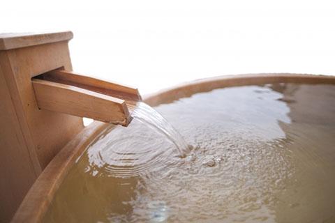 よもぎの使い方1. よもぎ風呂・よもぎ茶