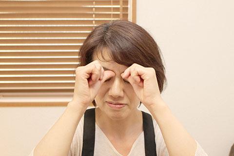 目尻のシワ対策(マッサージ1)