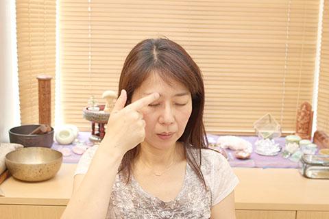 ぱっちり目を大きくする方法1. 経絡の手順4