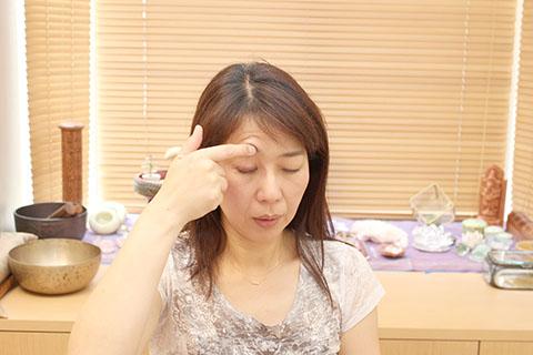 ぱっちり目を大きくする方法1. 経絡の手順5