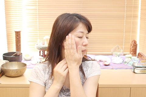 ぱっちり目を大きくする方法2. リンパの手順3
