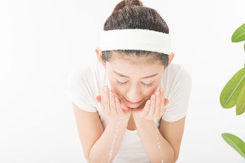 正しい洗顔方法!すすぎは30回で肌が変わる!つややか美肌に!プロに聞く