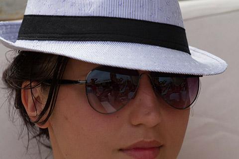 帽子・日傘・UVカット加工のされたメガネ