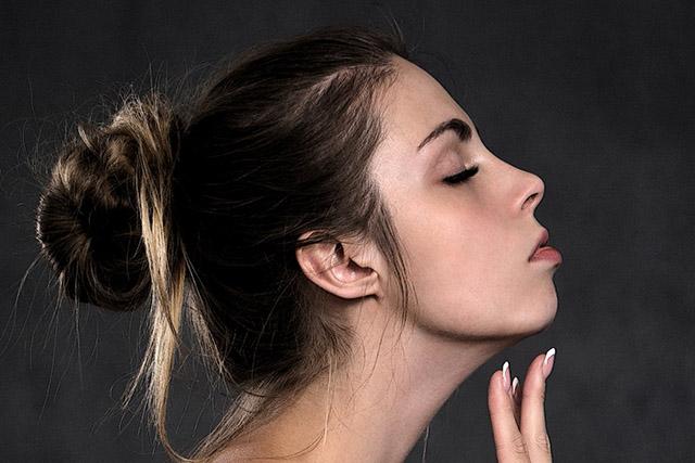 毛を抜かない脱毛技術とは?発毛抑制で「抑毛」顔脱毛の効果