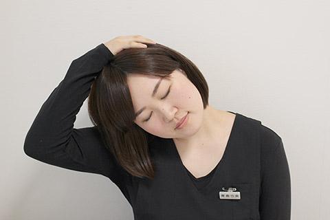 首のこりを取る方法(首のストレッチ)1