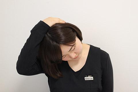 首のこりを取る方法(首のストレッチ)2