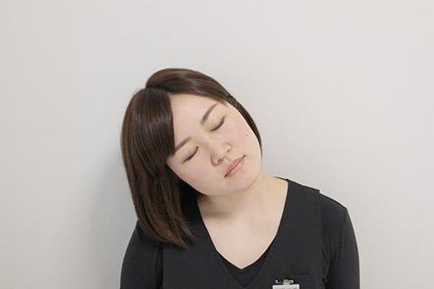 首のこりを取る方法(首のストレッチ)3