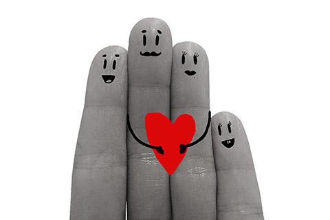 手の指先をもむだけの健康法?簡単すぎ「爪もみ」の効果とは