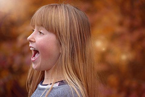 顔が長い原因と顔を短くするのにプロの教える笑顔トレなどセルフケア方法