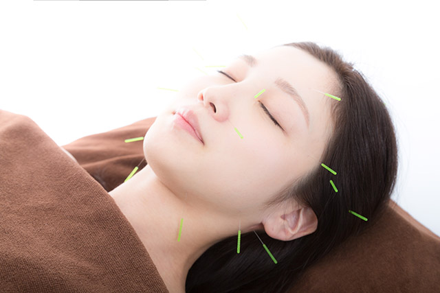 美顔鍼の効果とは?顔に鍼を刺してたるみが改善?美肌にも?