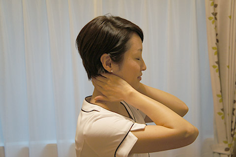 朝の顔のむくみを解消するマッサージ