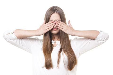 目の下のマッサージ・ツボ押しでたるみ解消!美容家に聞く目元ケアの方法