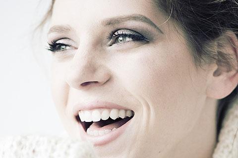 きれいな笑顔の作り方!プロおすすめの毎日続けられる簡単な練習方法