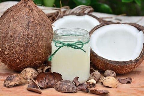 ココナッツオイルの効能と使い方!乾燥肌に!背中ニキビに!美容家に聞く