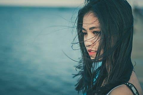 顔のヒリヒリは敏感傾向のサイン!原因と6つの対処方法!美容家に聞く