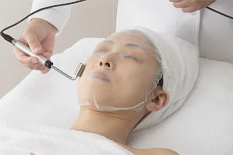 イオン導入で年齢肌や毛穴ケア!美容家の教える使い方とおすすめ美容成分