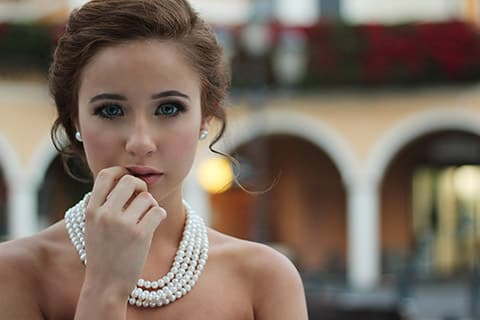 ゴルゴ線の解消に!美容家が教える目玉運動などの筋トレやセルフケア方法