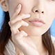 肌のざらつき…毛穴がざらついて肌がザラザラする原因とは?