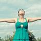 ピラティスの呼吸法の「胸式呼吸」とは?簡単なやり方3つ!